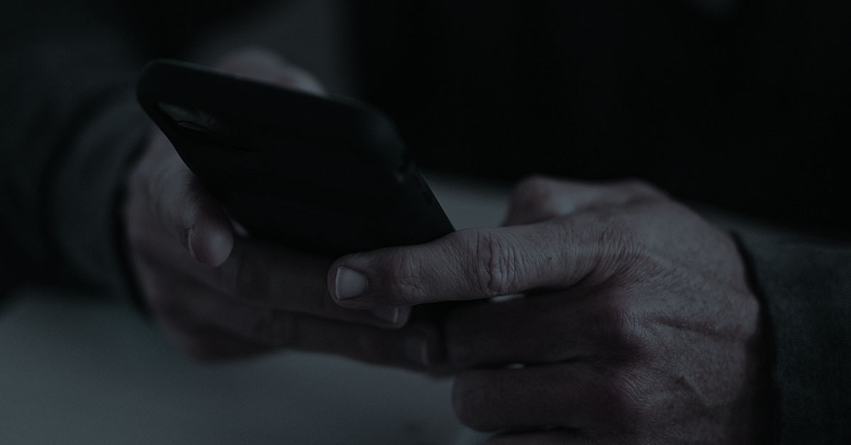 hands texting